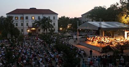 Szabadtéri koncertekkel vár az Operafüred