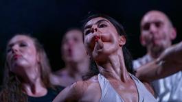 A nap fotója – Amikor a táncosok arccal is táncolnak