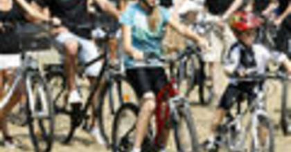 Tour d'Opera: 200 operarajongó kerékpározta körbe a Tisza-tavat