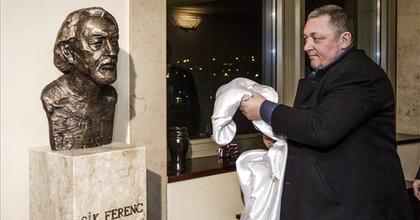 Sík Ferenc szobrát avatták fel a Nemzetiben