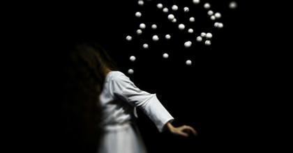 Mi az az absztrakt metafizikus vizuális színház? – Élőkép bemutató a Bethlenben