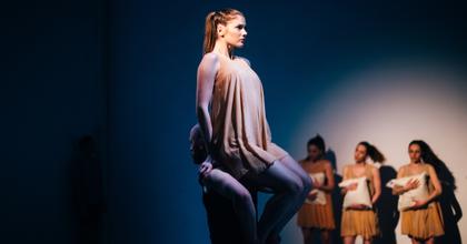 Az idei THEALTER a tánc, a fizikai színház és a szegedi bemutatók jegyében telik