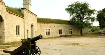 Sétálószínház a Monostori Erődben
