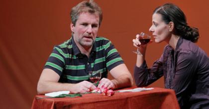 2 férfi és 4 nő történetével indul az évad a Pécsi Harmadik Színházban