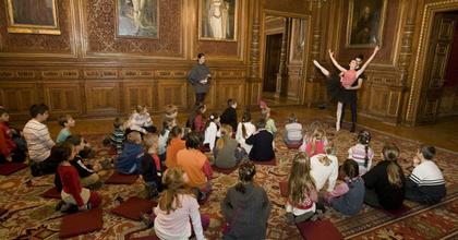 Színházlátogatás balerinákkal - Kisgyermekeket vár az Opera