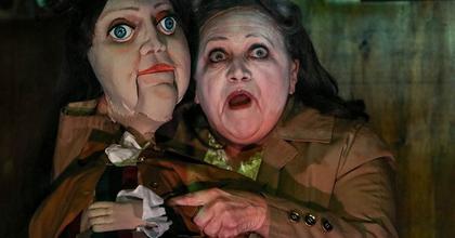 Remek színészek egy jól induló előadásban – Kritikák Az átváltozásról