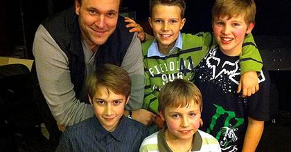 Feke Pálnak 50 fia van?