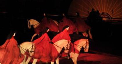 Zingaro Lovas-Színház