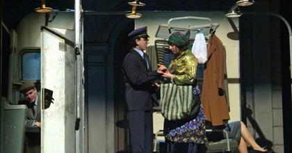 Királyi Vásárra mennek a színházak - Lia jövendőt mond