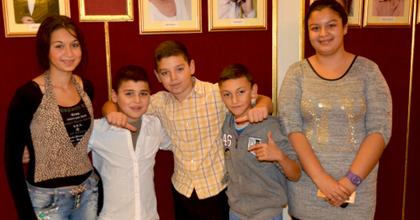 500 hátrányos helyzetű gyermek vendégeskedett a kecskeméti színházban