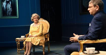 Audiencia a Pesti Színházban – II. Erzsébet szerepében Halász Judit