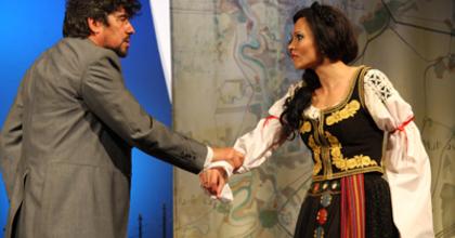 Utcabállal indítja évadát a József Attila Színház