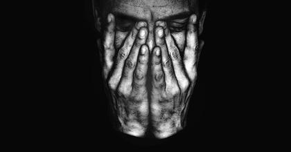"""""""Ha mi árnyak…"""" – Gergye Krisztián összművészeti performansz-sorozata"""