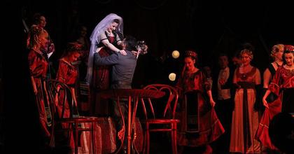 Ukrajnában turnézik az Operett Csárdáskirálynője