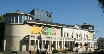 A nosztalgia jegyében hirdettek évadot Egerben