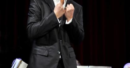 Arnold Rutkowski ugrik be az Erkel Verdi-estjén