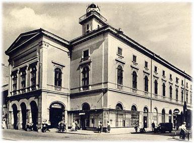 Színházak, színházi intézmények
