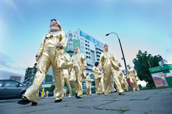 PQ Extreme Costume (Paweł Althamer, Common Task foto: Bogdan Krezel)