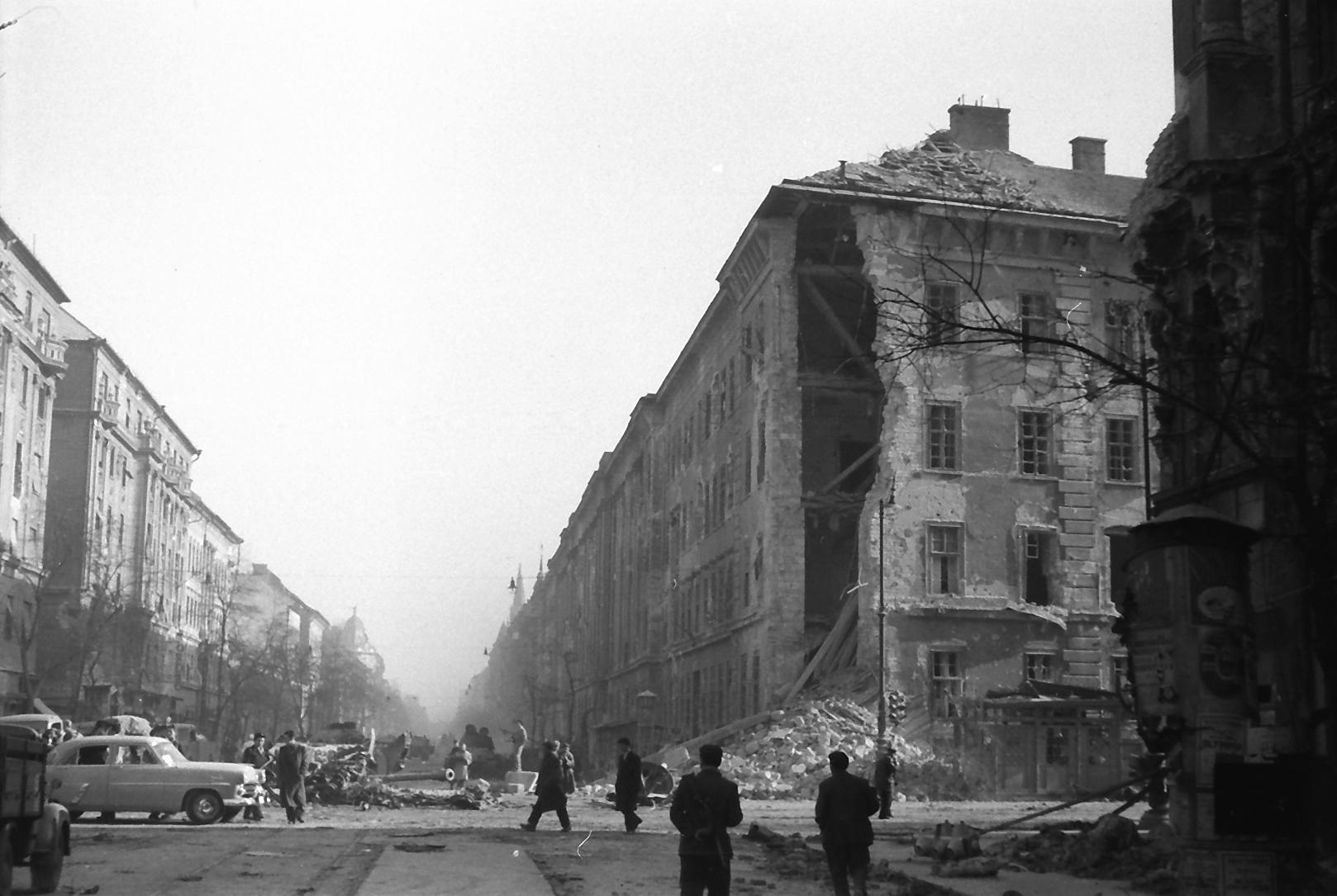 Nagykorut Ulloi ut keresztezodes jobbra a Kilian laktanya 1956