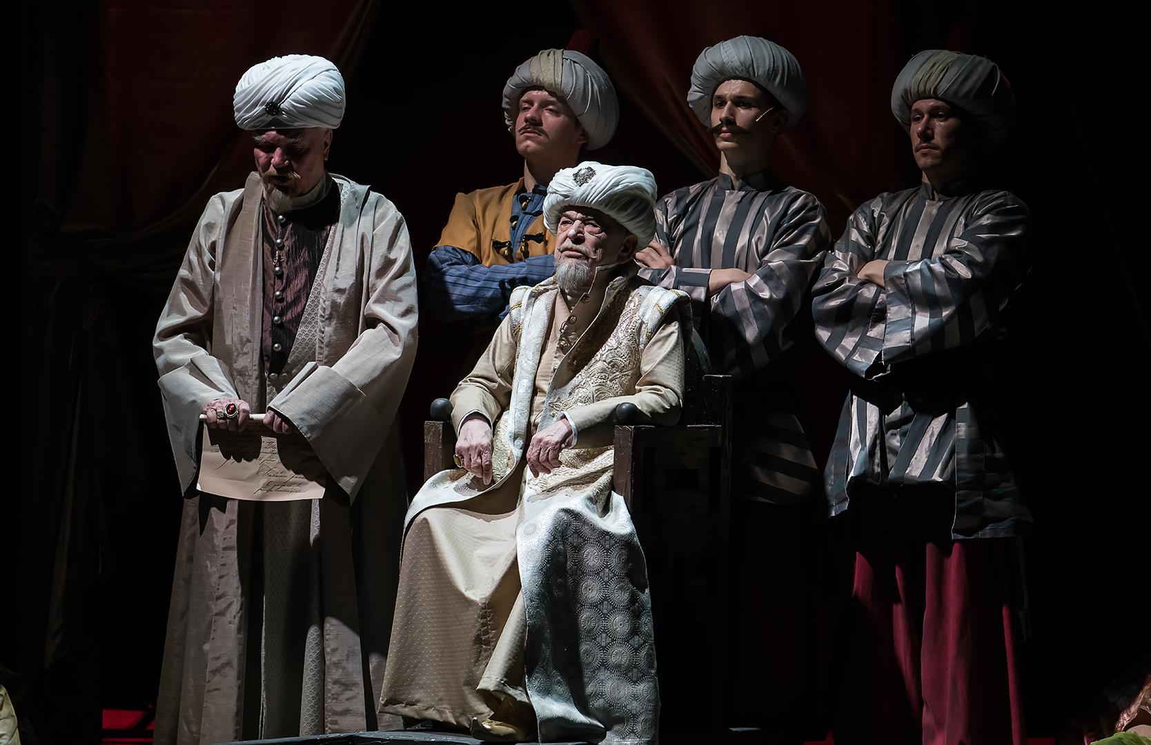 Bodrogi Gyula (középen)