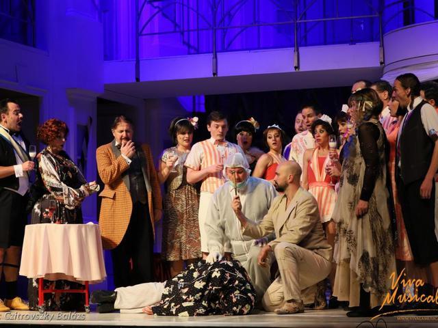 Vesztegzár a Grand Hotelben - premier (József Attila Színház, 2018)