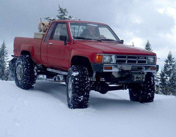 1984_toyota_pickup_snow_1s.jpg