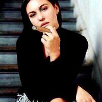 Monica Bellucci erősen dohányzik és néha rádörrent egy vastagabb szivarra is