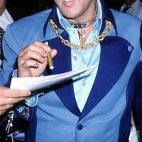 Elvis Presley Szivarral