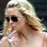 Sztárok akik dohányoznak - Kate Hudson