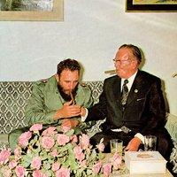 Fidel Castro és Josip Broz Tito békésen szivarozik ezen a képen
