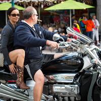 Gyakori Kérdések: Lehet e motorozás közben szivarozni?