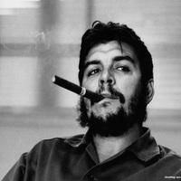 Che Guevara szivarozik és Rolexet hord