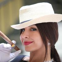 Mayra Verónica - Kubai Lány Kubai Szivarral