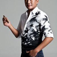 Gao Shuguang így Szivarozik