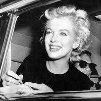 Marilyn Monroe - Sztárok akik Dohányoznak