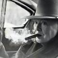 Sir Winston Churchill ritkán látható szivarozós képei