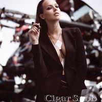 Julianna Sharkey Amerikai Fotómodell Bikiniben Szivarral