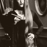 Gillian Anderson Szivarral és Cigarettával az Idegenek Ellen