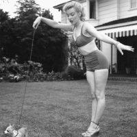 Marilyn Monroe - A Szex Idol Dohányzik