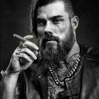 Divatos a szakál viselés a szivarozó férfiak között