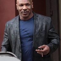 Mike Tyson - Világsztárok akik szivaroznak