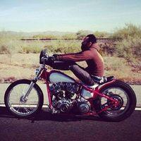Gas Monkey Garage - Aaron Kaufman szivarozik és motorozik