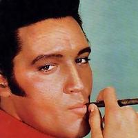 Lehet hogy sokan nem tudják - Elvis Presley is szeretett szivarozni