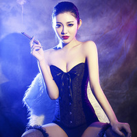 Szivarozó kínai lány
