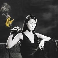 Égő Szivarok Ázsiai Nők Szájában