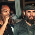 Jesse Jackson és Fidel Castro vidáman szivarozik 1984 júniusában