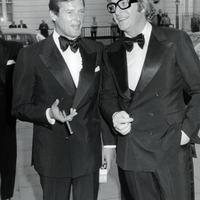 Roger Moore és barátai Szivarral