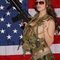 Szivarozó Katona Lányok