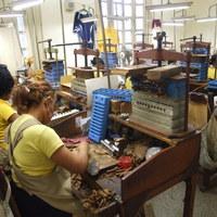 Gyárlátogatás - Szivarsodrók Munkában