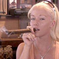 Kendra Wilkinson füstölög egy kicsit